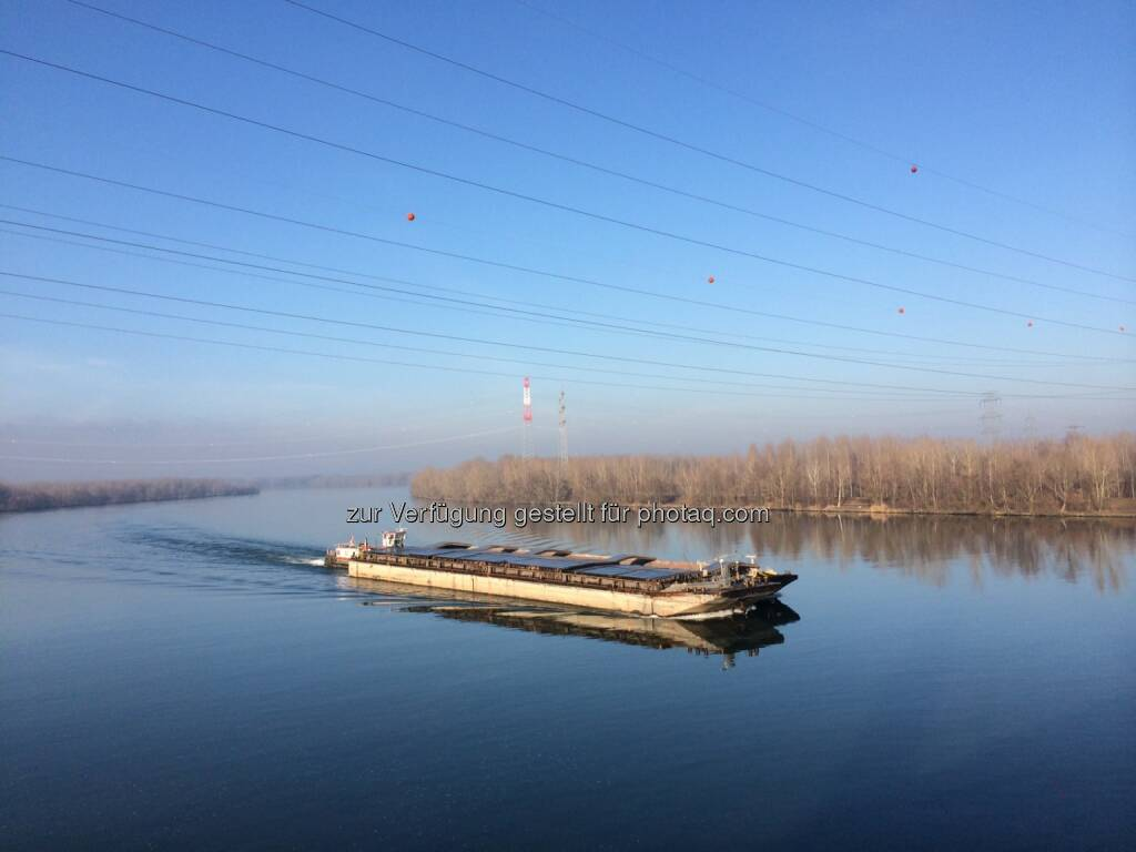 Schiff, Donau, © Martina Draper (10.01.2014)