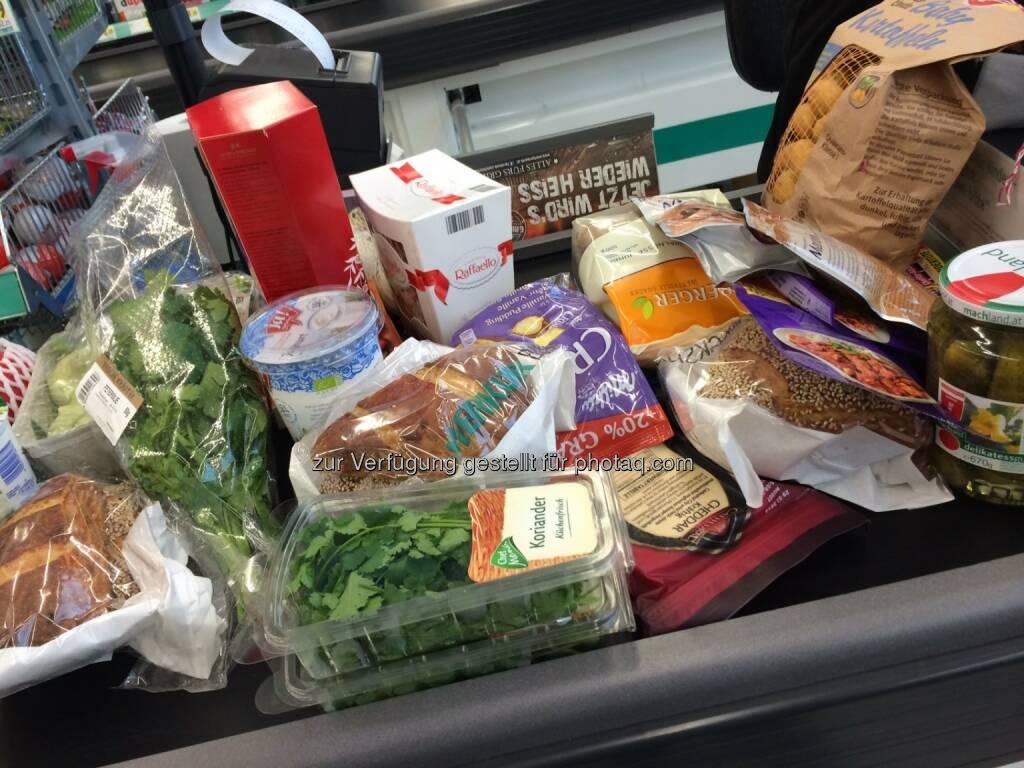 Einkauf, Supermarkt, Lebensmittel, Konsum, Verbraucherk, © www.shutterstock.com (10.01.2014)