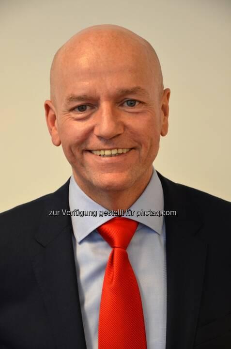 Herbert Printschitz neuer Landesdirektor der s Versicherung Kärnten. Er löst damit Landesdirektor Josef Hammer ab, der nach 30-jähriger Tätigkeit in den Ruhestand tritt. Herbert Printschitz ist seit 1989 in der Sparkassengruppe tätig und war zuletzt Salesmanager der s Versicherung.  (Bild: s Versicherung)