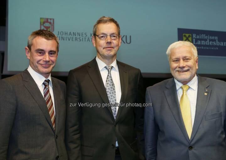 Heinrich Schaller (RLB OÖ), Peter Bofinger (Deutscher Wirtschaftsweise), Friedrich Schneider (JKU) im RaiffeisenForum der RLB OÖ (Bild: RLB OÖ/Strobl )