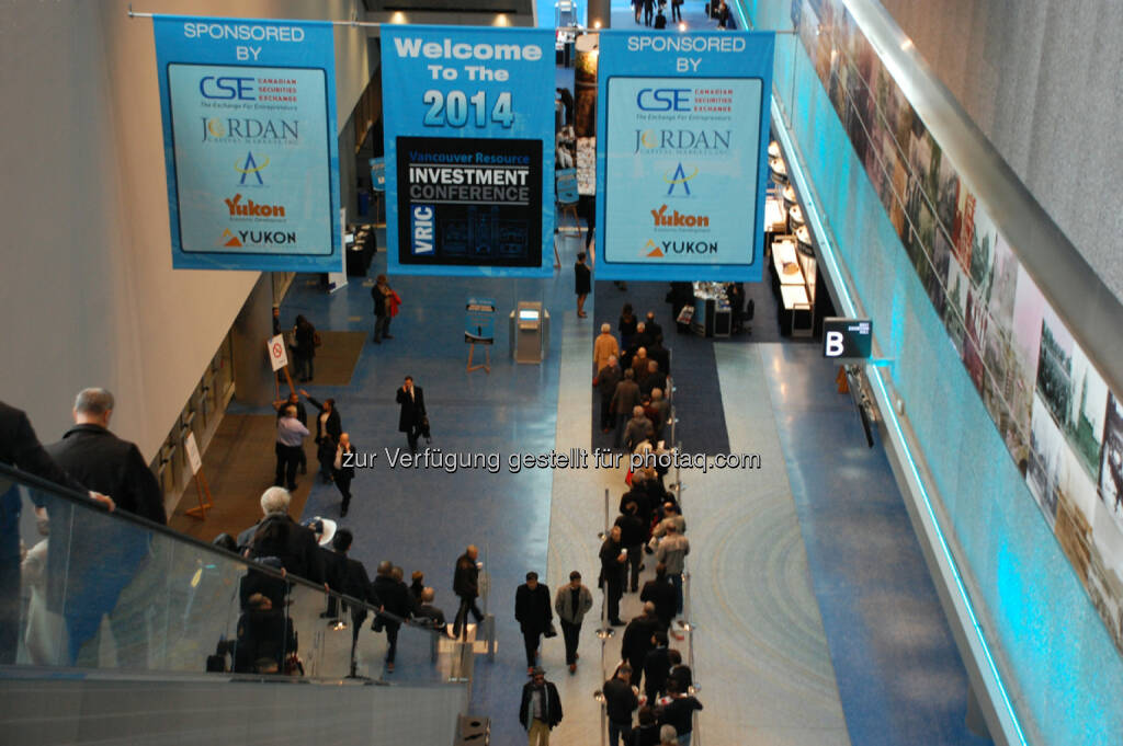 Early Morning Arrivals at the 2014 Vancouver Resource Investment Conference, © Zimtu Capital Corp. (20.01.2014)