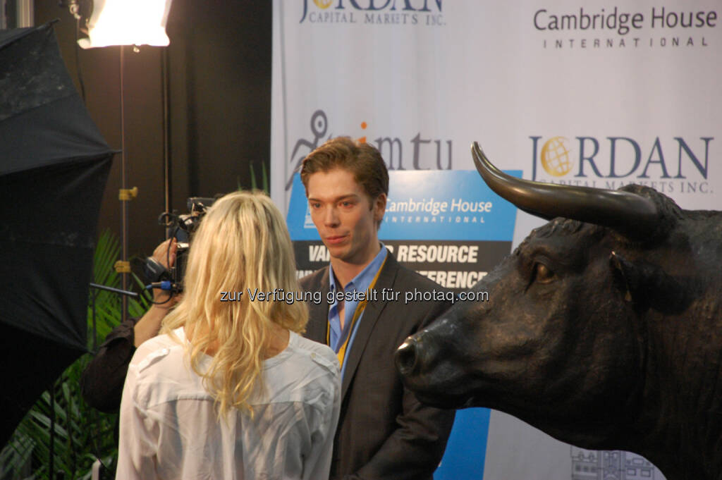Let The Bull Run - Interview with David Duggan, President of Viral Network Inc., © Zimtu Capital Corp. (20.01.2014)
