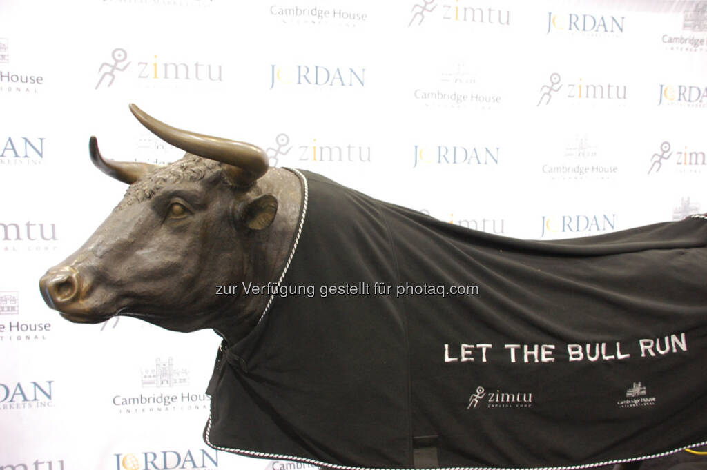 Let The Bull Run at the end of Day 1 at the Vancouver Resource Investment Conference, © Zimtu Capital Corp. (20.01.2014)