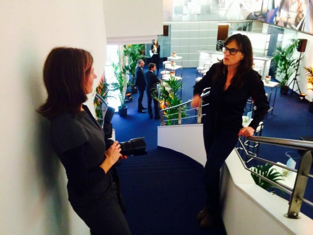 Martina Draper und Anita Witek, die den artstripe 2014 für Accenture gestaltet hat (c) Sitte (21.01.2014)