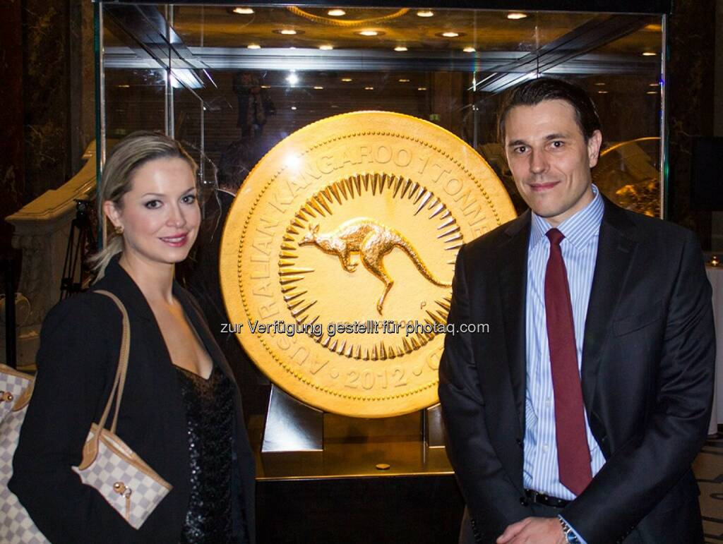 Nina Krist, Philoro-Chef Rudolf Brenner: Preview Night of Gold, mit der grössten Goldmünze der Welt (21.01.2014)