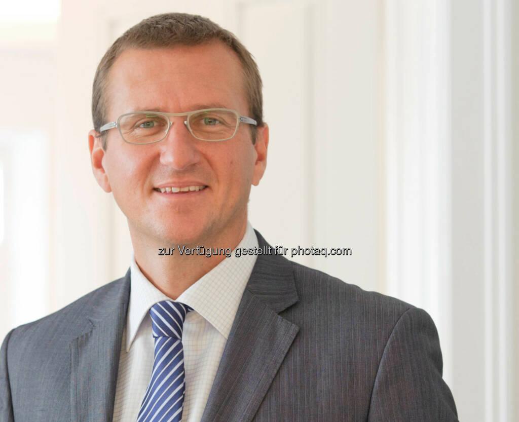 """Christian Nemeth, Leiter Asset Management in der Zürcher Kantonalbank Österreich AG: """"Die Anpassungsprozesse in Südeuropa werden weiter eine positive Wirkung für den gesamteuropäischen Raum zeigen. Hier liegen auch die größten Chancen für Aktieninvestoren. Konkret empfehle ich die zurzeit günstig bewerteten Papiere von Deutsche Telekom, Novartis, UBS, Lindt & Sprüngli sowie Erste Bank und CA Immobilien"""". (c) ZKB, © Aussendung (22.01.2014)"""