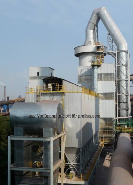 Der türkische Stahlerzeuger Karabük Demir Celik Sanayi ve Ticaret A.S. (Kardemir) hat bei Siemens Metals Technologies Schlüsselkomponenten für die Abgasreinigung an der neuen Sinteranlage Nr. 3 bestellt. Ziele des Projektes sind es, Staub- und Schwefelemissionen drastisch zu reduzieren. Pro Stunde können rund 400.000 Normkubikmeter Abgase gereinigt werden. Die Abgasreinigung soll Ende 2014 in Betrieb gehen. (Bild: Siemens) (22.01.2014)