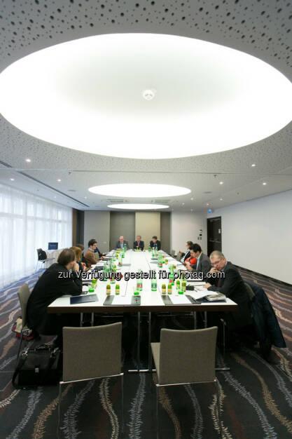 Josef Mayer (Leiter der Immofinanz-Rechtsabteilung), Eduard Zehetner (CEO Immofinanz) und Stefan Frömmel (Vorstand Aviso Zeta), © Martina Draper für Immofinanz (22.01.2014)