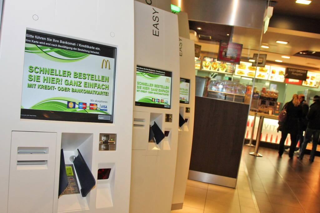 Self-Order-Kiosk bei McDonald's in der Mariahilfer Straße 85-87 (C) PayLife, © McDonald's (Homepage) (26.01.2014)