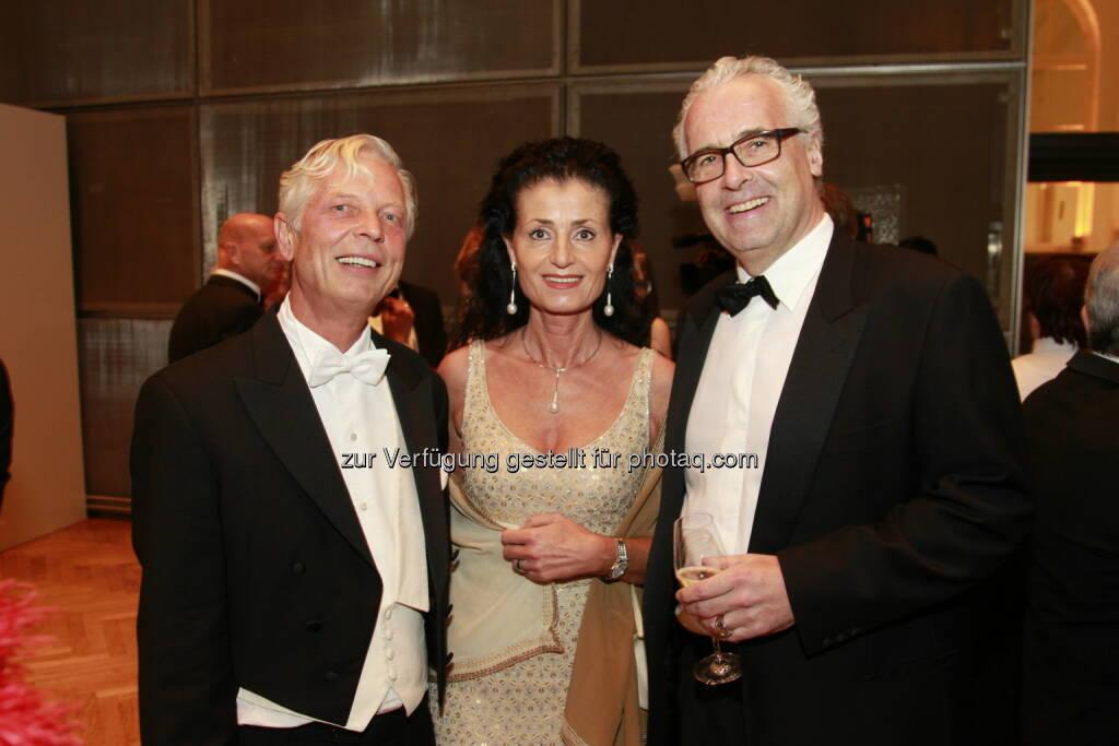 Reinhard Einwaller, Peter Marschall und Gattin, Immobilienball 2014 (Foto: epmedia) (27.01.2014)