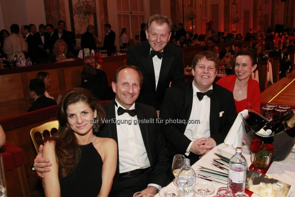 Dieter Wasserburger mit Gattin; Eduard Zehetner, Michael Ehlmaier mit Gattin, Immobilienball 2014 (Foto: epmedia) (27.01.2014)