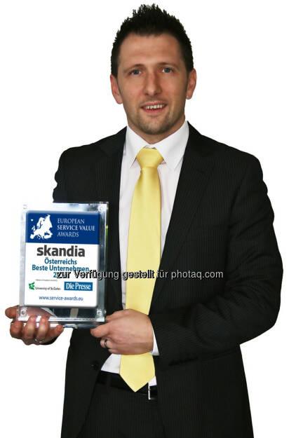 Skandia Service- und Vertriebsleiter Richard Zarycka freut sich über einen Platz am Siegertreppchen des Service Value Award 2014 (28.01.2014)