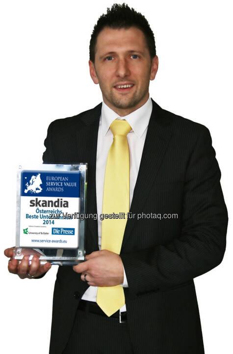 Skandia Service- und Vertriebsleiter Richard Zarycka freut sich über einen Platz am Siegertreppchen des Service Value Award 2014
