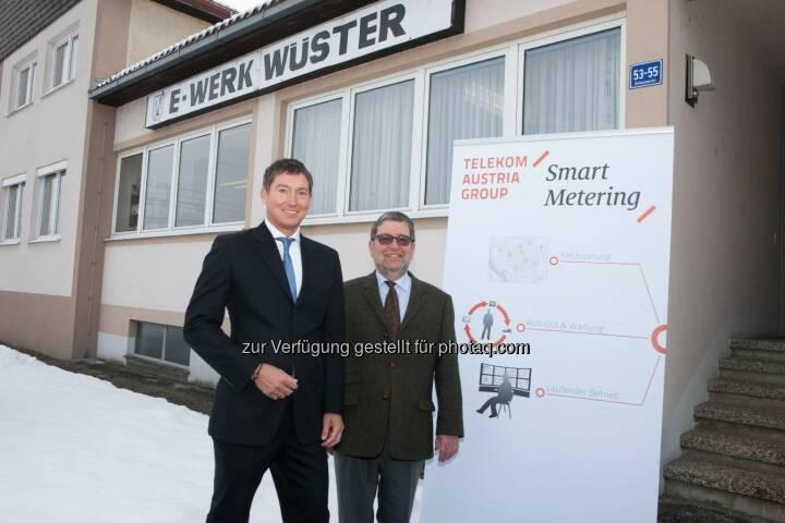 Bernd Liebscher (Geschäftsführer Telekom Austria Group M2M) und Peter Wüster (Geschäftsführer E-Werk Wüster) - Telekom Austria Group M2M und E-Werk Wüster realisieren erste umfassende Einführung von Smart Metering in Österreich. (Bild: TAG/APA/Nielsen)