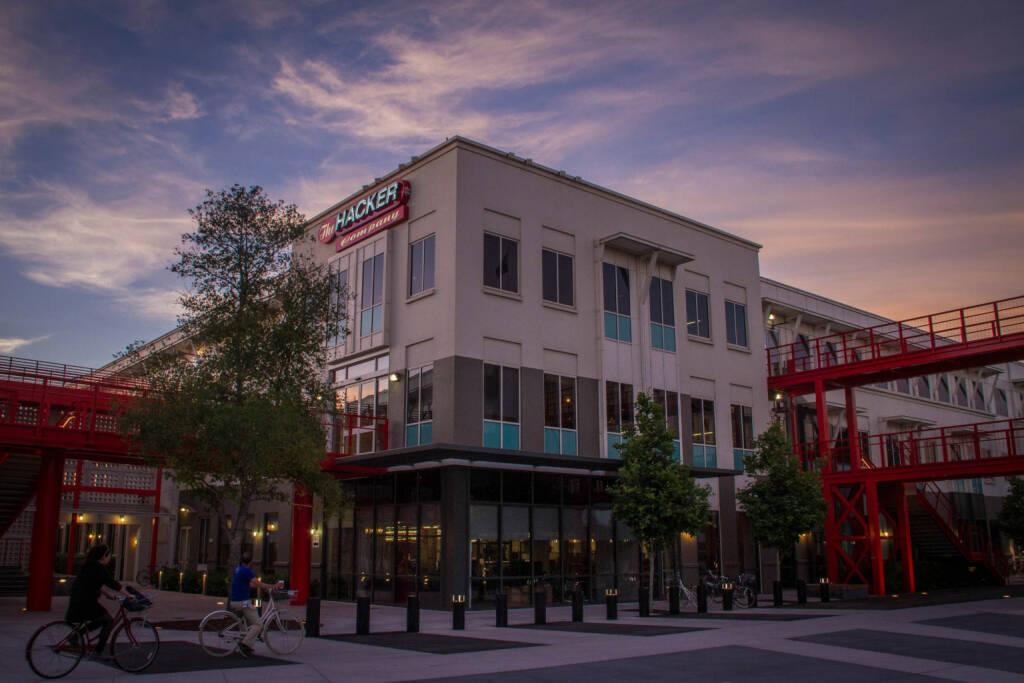 Hack Square at sunset, facebook, © facebook (homepage) (31.01.2014)