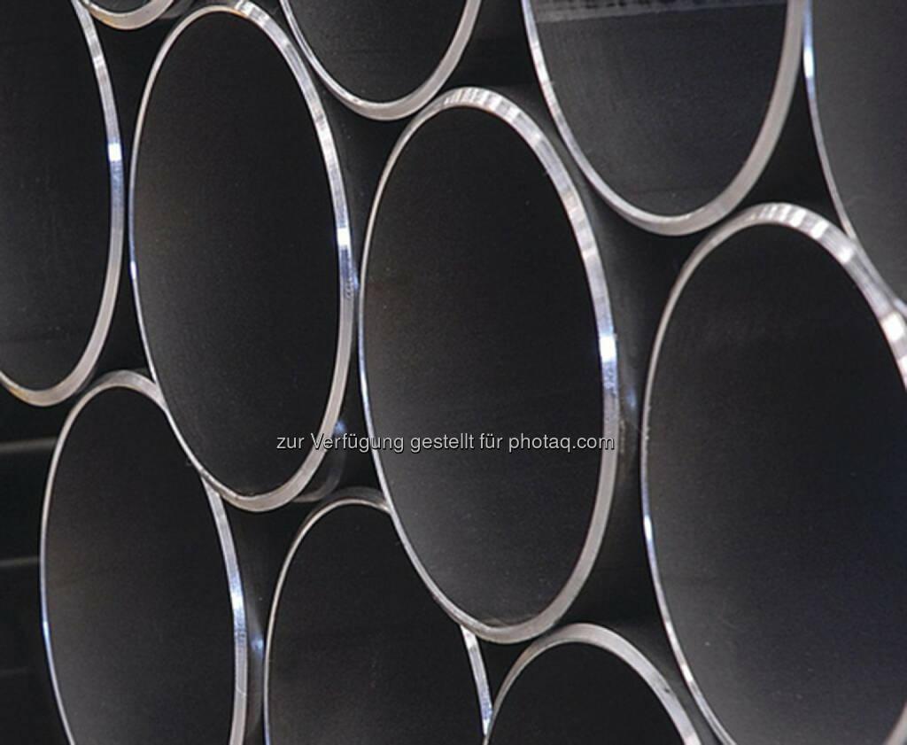 Der voestalpine-Konzern kann einen weiteren Großauftrag im Pipelinegeschäft verbuchen. South Stream Transport hat heute die Verträge über die Lieferung von 75.000 Pipelinerohren unterzeichnet. Der Gesamtwert des Auftrages beträgt laut Aussendung rund eine Milliarde Euro. 35 Prozent des Projektumfanges gingen an den voestalpine-Partner OMK aus Russland, der rund die Hälfte des Bedarfs aus Linz beziehen wird. (31.01.2014)