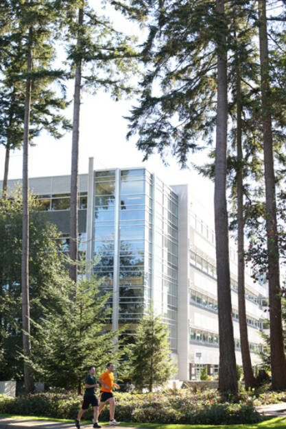 Microsoft employees jogging on the Microsoft Redmond Campus, © Microsoft Corp. (Homepage) (04.02.2014)