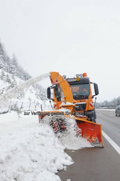 Asfinag Assistenzeinsatz in Kärnten. Sechs Autobahnmeistereien aus ganz Österreich unterstützen Kärnten im Kampf gegen Schneemassen (C) Asfinag, © Aussendung (06.02.2014)