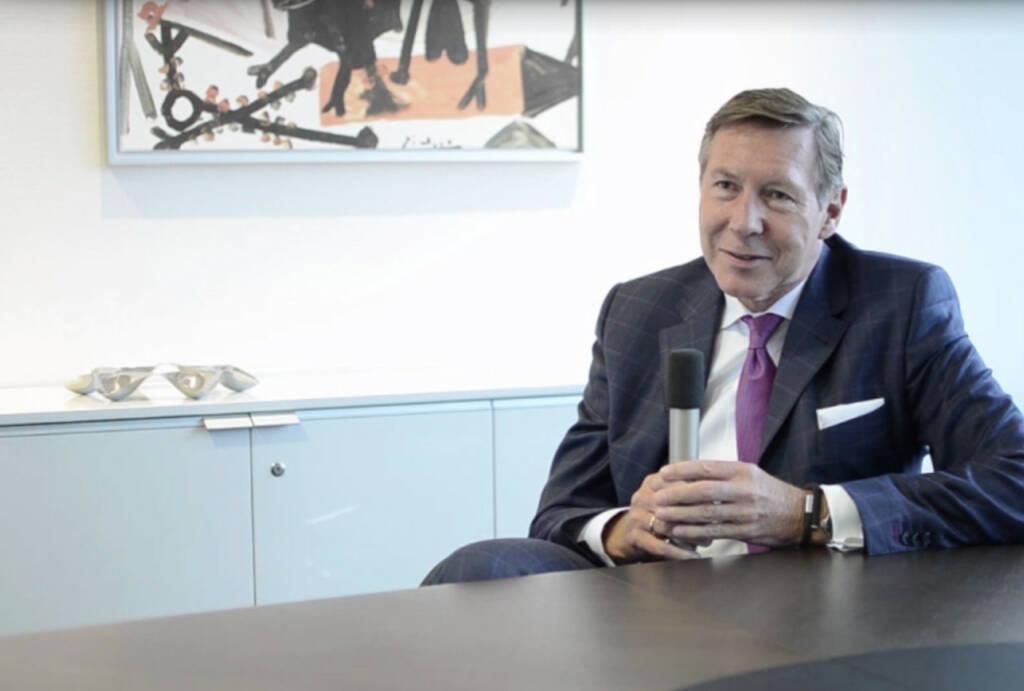Gerhard Berssenbrügge, Vorstandsvorsitzender Nestlé: Als Vorstandsvorsitzender ist man auch Repräsentant der Firma. Das Video (7:29 min.) dazu unter: http://www.whatchado.com/de/gerhard-berssenbruegge , © whatchado (08.02.2014)