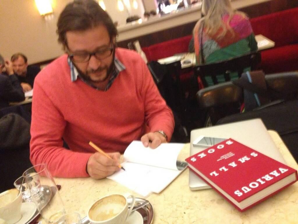 Mit Hermann Zschiegner im Cafe Museum, Creative Director http://www.two-n.com - im Talk über Fotobücher und die Börse, Visualisierungen und eine mögliche Kooperation für http://boerse-social.com (10.02.2014)