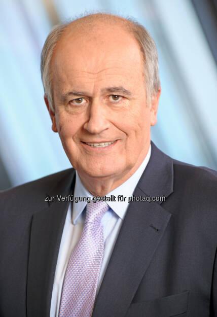 """Karl Sevelda, RBI: Die Raiffeisen Bank International AG (RBI) hat mit dem Ende der Bezugsfrist am 7. Februar 2014 ihre Kapitalerhöhung in Höhe von EUR 2,78 Milliarden, die bereits am 22. Jänner 2014 im Wege eines beschleunigten Bookbuilding-Verfahrens (die """"Vorabplatzierung"""") vollständig platziert worden war, erfolgreich abgeschlossen. """"Wir sind mit Verlauf und Ergebnis der Kapitalerhöhung sehr zufrieden. Das Interesse an der Transaktion war überwältigend und bestätigt unseren eingeschlagenen Weg. Der Streubesitz hat sich auf rund 39,3 Prozent erhöht, davon sollte die Aktie durch eine verbesserte Liquidität profitieren. Die RZB bleibt weiterhin Hauptaktionär mit rund 60,7 Prozent"""", so der Vorstandsvorsitzende (10.02.2014)"""