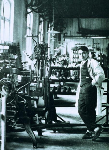 Der junge Adi Dassler in seiner Schuhfabrik, adidas, © adidas group (Homepage) (12.02.2014)