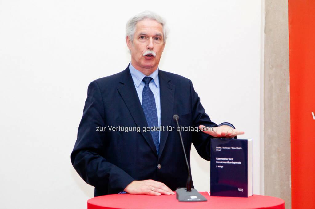 Otto Lucius (Geschäftsführer Bank Verlag) bei der Präsentation des Kommentars zum Investmentfondsgesetz in der Wiener Börse (Bild: Foto Weinwurm) (12.02.2014)