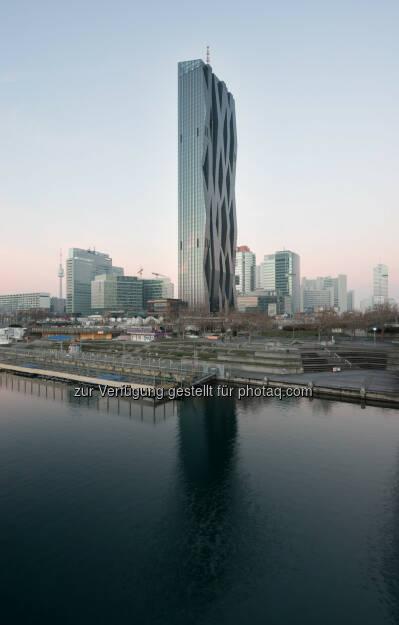 Seit Jahresbeginn wird der neue DC Tower 1 in der Wiener Donau-City mit Strom der oekostrom AG, Anbieter von Strom aus ausschließlich erneuerbaren Energiequellen, beliefert (c) Aussendung (13.02.2014)