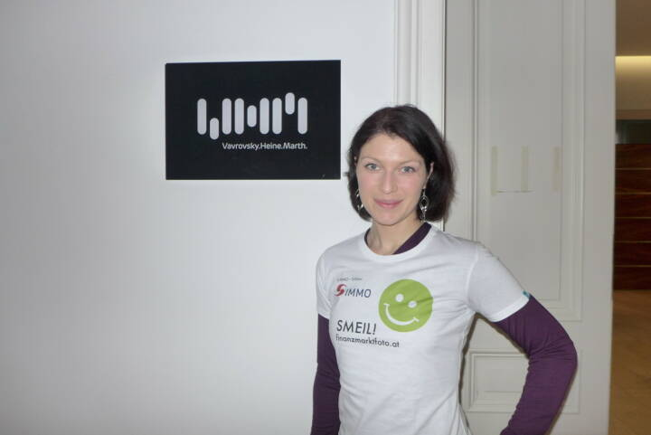 Rechtsanwälte Smeil: Irina Bernert, PR & Marketing, Vavrovsky Heine Marth Rechtsanwälte vim-law.at,  Shirt in der S Immo-Edition