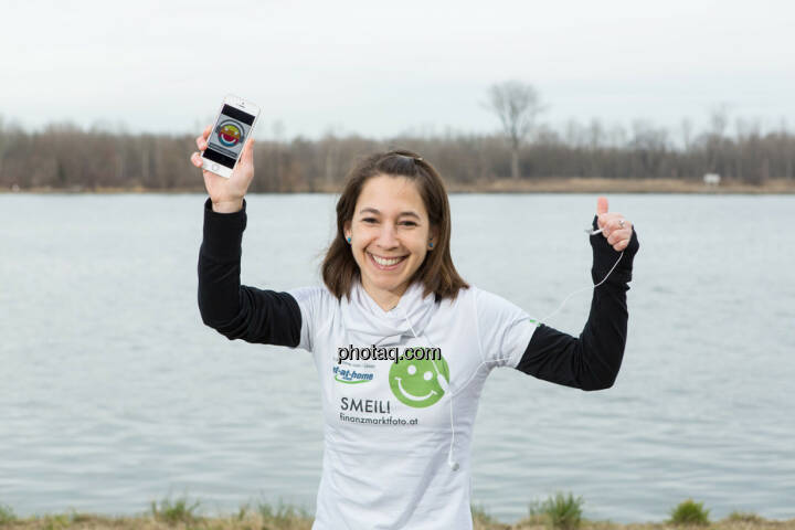 Anita Auttrit, runplugged-Logo, Smeil-Shirt in der bet-at-home edition