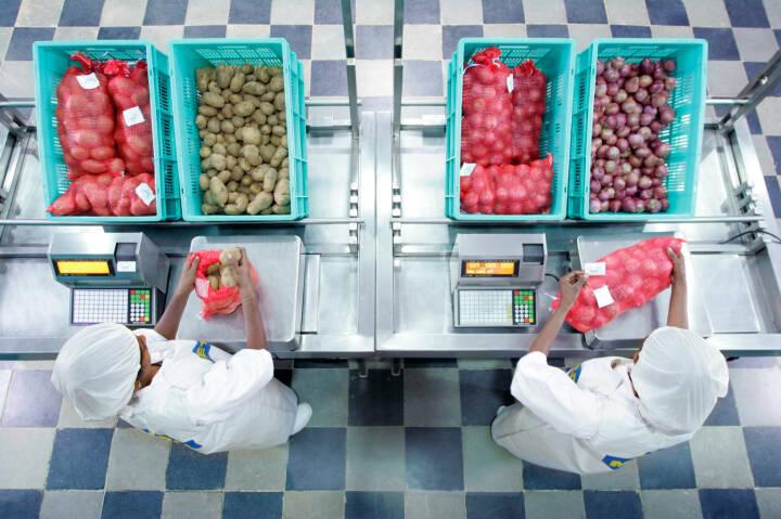 Gewichtskontrolle bei Obst und Gemüse, Metro Group