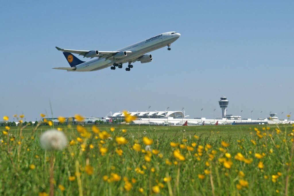 Flughafen Muenchen, Lufthansa Flugzeug beim Start, (C) Kerstin Roßkopp     , © Lufthansa AG (Homepage) (17.02.2014)