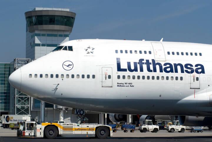 Lufthansa Boeing B747-400 auf dem Rollweg vor dem C/D Riegel auf dem Flughafen Frankfurt,  Foto: Ingrid Friedl