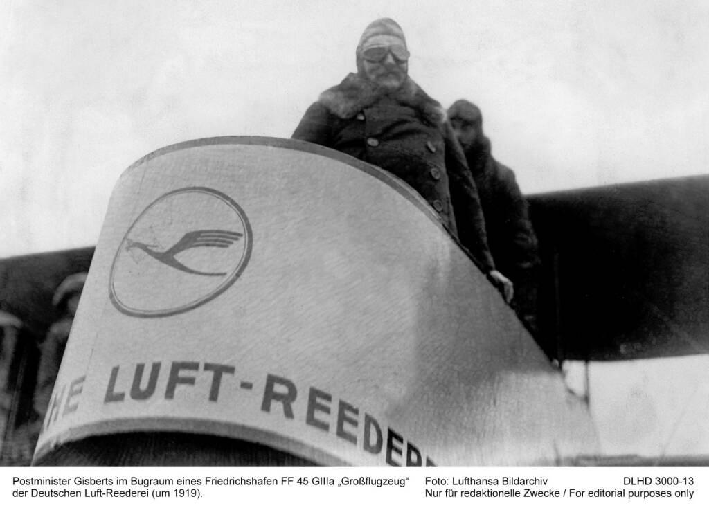 Postminister Gisberts im Bugraum eines Friedrichshafen FF 45 GIIIa Grossflugzeug der deutschen Luft-Reederei (um 1919). Foto: LH-Bildarchiv   , © Lufthansa AG (Homepage) (17.02.2014)