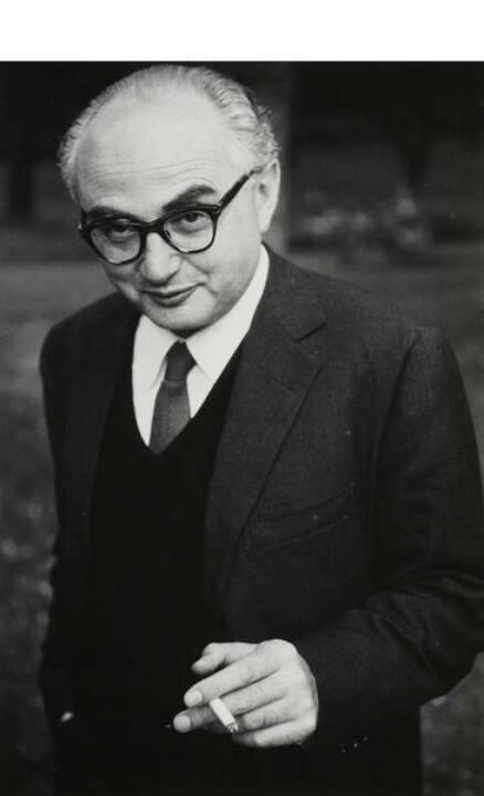 Elliott Erwitt (* 1928) David 'Chim' Seymour, Paris 1956, Vintage silver print, printed 1970s, 24,4 x 16,2 cm, Photographer's agency stamp with handwritten credit on the reverse - Estimates: 3,000 - 3,500 EUR