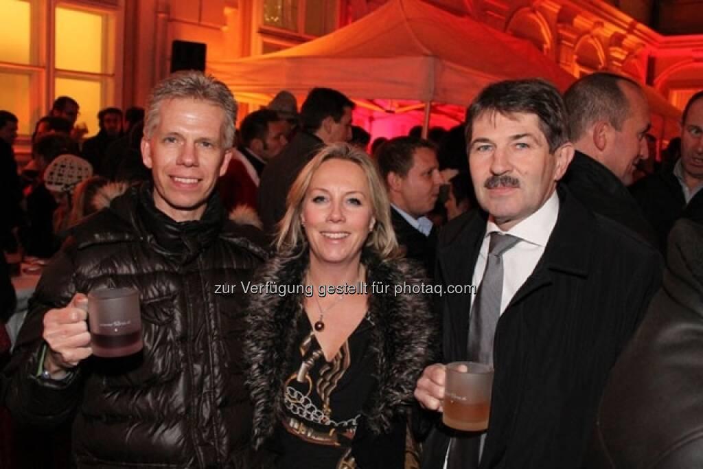 Martin Hinteregger (Erste Group Bank), Ulrike Mülleder (Wiener Börse), Ernst Vejdovszky (Vorstand der  S-Immo), © Wiener Börse AG (15.12.2012)