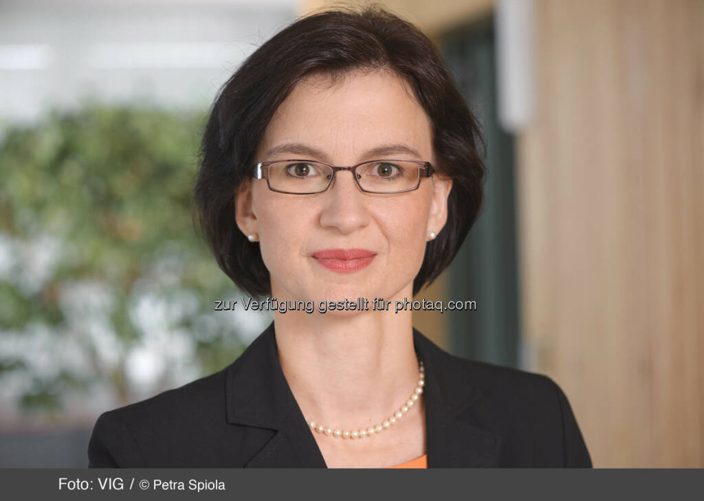 Nina Higatzberger, Investor Relations VIG (c) Petra Spiola http://boerse-social.com/launch/aktie/vienna_insurance_group, © die jeweiligen Unternehmen (18.02.2014)