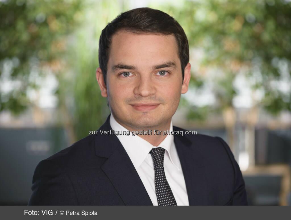 Emir Halilovic, Investor Relations VIG (c) Petra Spiola http://boerse-social.com/launch/aktie/vienna_insurance_group, © die jeweiligen Unternehmen (18.02.2014)