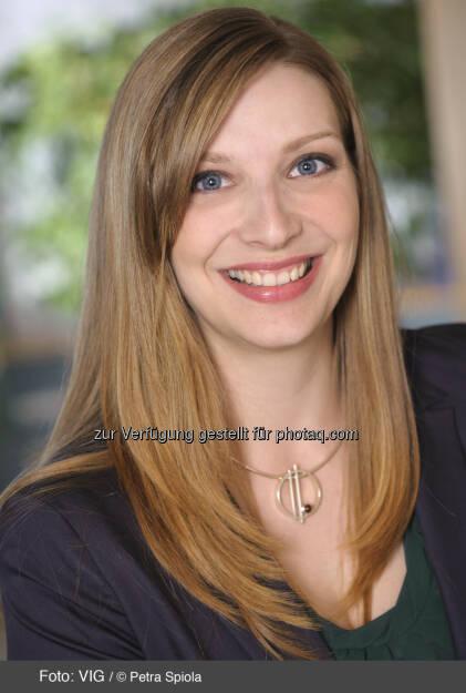 Claudia Hartl, Investor Relations VIG (c) Petra Spiola http://boerse-social.com/launch/aktie/vienna_insurance_group, © die jeweiligen Unternehmen (18.02.2014)