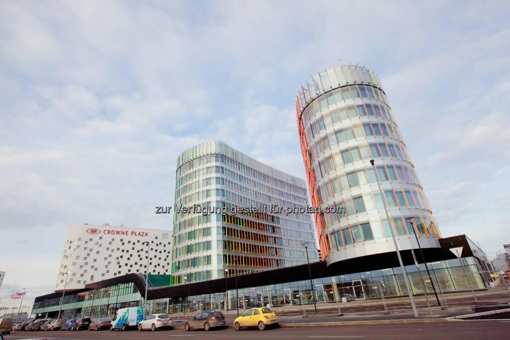 Ein Joint Venture der österreichischen Immobilienentwickler Warimpex (55 %), CA Immo Group (35 %) und UBM (10 %) - konnte ein Term-Sheet für den Verkauf von zwei Bürotürmen der Airportcity St. Petersburg mit einem russischen Pensionsfonds verhandeln und abschließen. Die beiden Gebäude - Jupiter 1 und Jupiter 2 - verfügen über insgesamt ca. 16.800 m² Fläche. (Foto: Airportcity St. Petersburg / Warimpex) (19.02.2014)