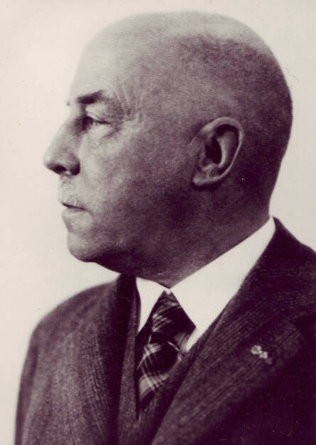 """Der Frankfurter Apotheker Eduard Fresenius (1874-1946) gründete 1912 das Unternehmen """"Dr. Eduard Fresenius chemisch-pharmazeutische Industrie KG""""., © Fresenius AG (Homepage) (21.02.2014)"""