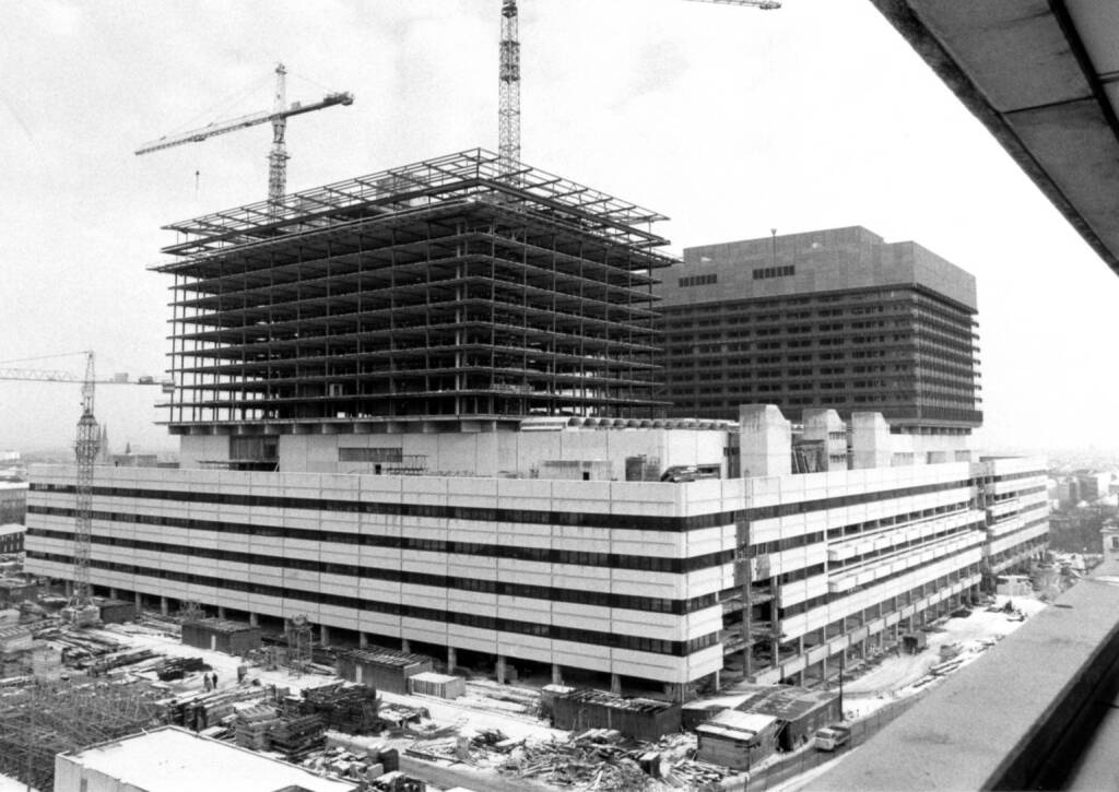 Vamed wird 1982 zur Fertigstellung des neuen Allgemeinen Krankenhauses (AKH) der Stadt Wien gegründet. 1996 übernimmt Fresenius 77 Prozent der Vamed-Anteile., © Fresenius AG (Homepage) (21.02.2014)