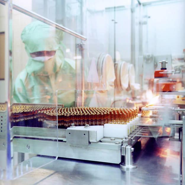 Abfüllung von Arzneimitteln in Glasampullen, Fresenius AG, © Fresenius AG (Homepage) (21.02.2014)