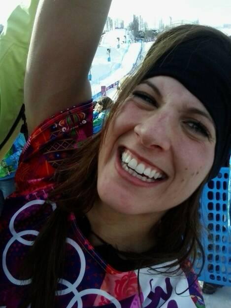 Jubel Julia Dujmovits: Die Gold-Snowboarderin hat mit diesem Bild auf https://www.facebook.com/JuliaDujmovits mehr als 10.000 Likes erhalten. In nur einer Stunde. Ein Big Like auch von uns! (22.02.2014)