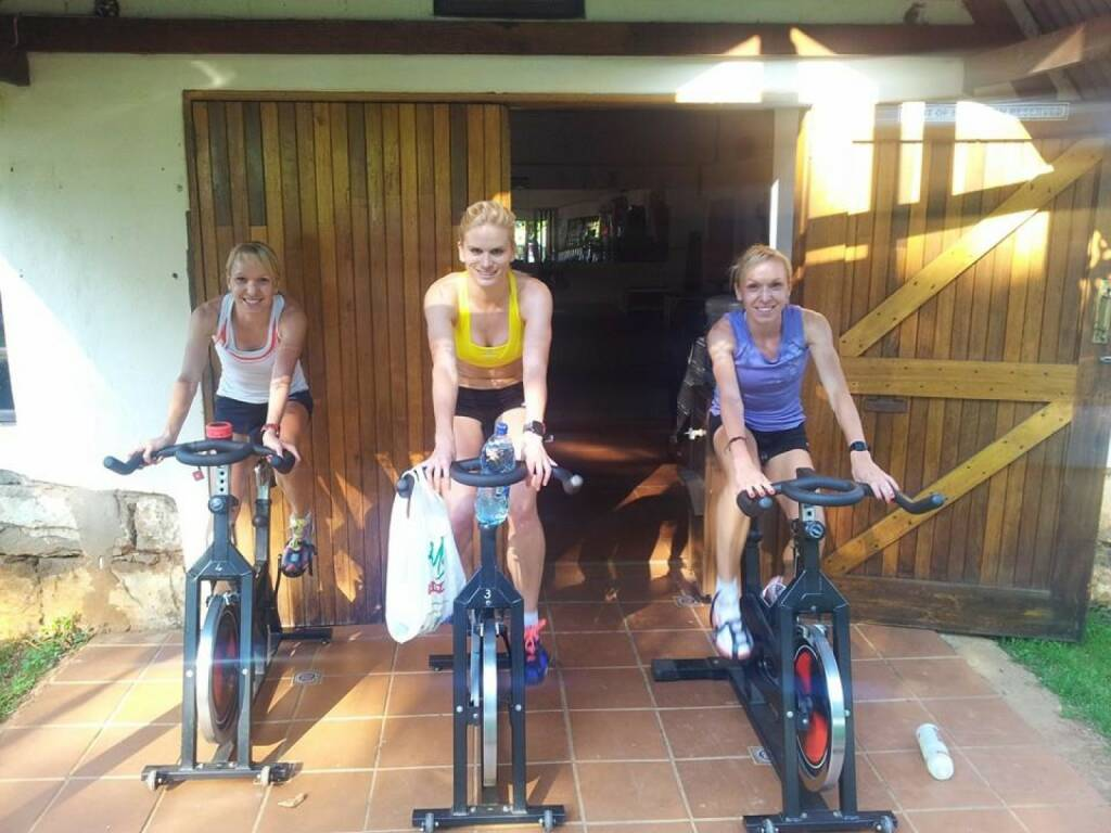 Diana Sujew, Elisabeth Niedereder, Elina Sujew : Alternativtraining am Spinningbike, Radfahren , Niedereder ist 25-fache österreichische Staatsmeisterin im Laufsport und Runplugged-Betatesterin  (23.02.2014)