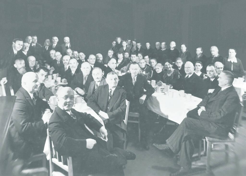 Hauptversammlung Anfang des 20. Jahrhunderts, Celesio AG, © Celesio AG (Homepage) (23.02.2014)