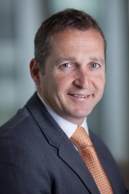 """Andrew Formica, CEO von Henderson: """"Wir haben die Analysen zum Henderson Global Dividend Index durchgeführt, weil wir von unseren Kunden zunehmend Nachfragen nach unserem Produktangebot für globale Aktienerträge erhalten. Der Dividendenbetrag von einer Billion ist für jeden Anleger ein enorm wichtiger Meilenstein und macht deutlich, dass Dividenden heutzutage einen unerlässlichen Baustein der Renditen von Anlegern darstellen. Das Streben nach Ertrag ist mehr als nur eine Reaktion auf die Billigzinsen der letzten Jahre. Es markiert eine generationsbedingte Wende, da die alternden Bevölkerungen sich für ihre Altersvorsorge immer weniger auf staatliche Renten verlassen können und mehr auf ihre eigenen Ersparnisse setzen müssen. Hinzu kommt, dass sie ihr Geld viel länger als bisher in Aktien anlegen müssen. Diese Nachfrage nach Aktienerträgen ist ein Trend, der im ganzen Jahr 2014 und darüber hinaus Bestand haben dürfte."""", © Aussendung (24.02.2014)"""