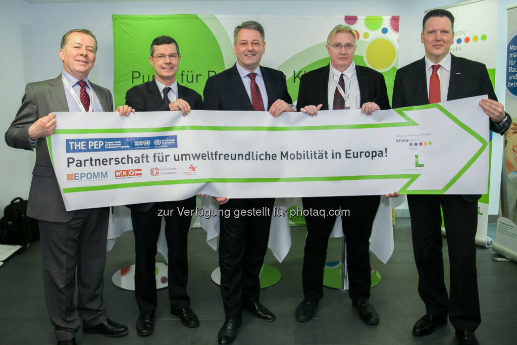 Neue Förderoffensive und Partnerschaft für umweltfreundliche Mobilität in Österreich und Europa: David Stanners, European Energy Agency; Guénael Rodier, Director WHO Division of Communicable Diseases, Health Security & Environment; Andrä Rupprechter, Bundesminister für Land- und Forstwirtschaft, Umwelt und Wasserwirtschaft; Marco Keiner, Director Unece Environment Division; Alexander Klacska, Obmann der Bundessparte Transport und Verkehr, WKÖ. Fotocredit: apa-fotoservice.at/Daniel Hinteramskogler