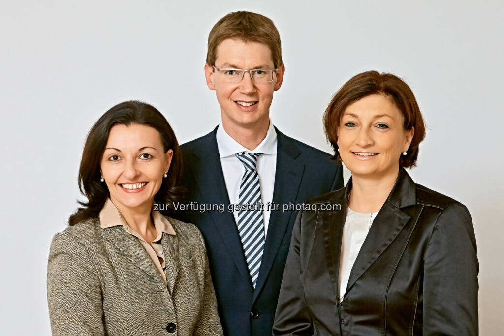 Martina Steinberger-Voracek, Michael Czech, Birgit Rechberger-Krammer (alle Henkel CEE). Birgit Rechberger-Krammer wird im Henkel-Headquarters Düsseldorf neuer Vice President Marketing Home Care Dishwashing. Damit ist die gebürtige Wienerin zukünftig für die weltweite Vermarktung von Marken wie Pril und Somat verantwortlich.     (25.02.2014)