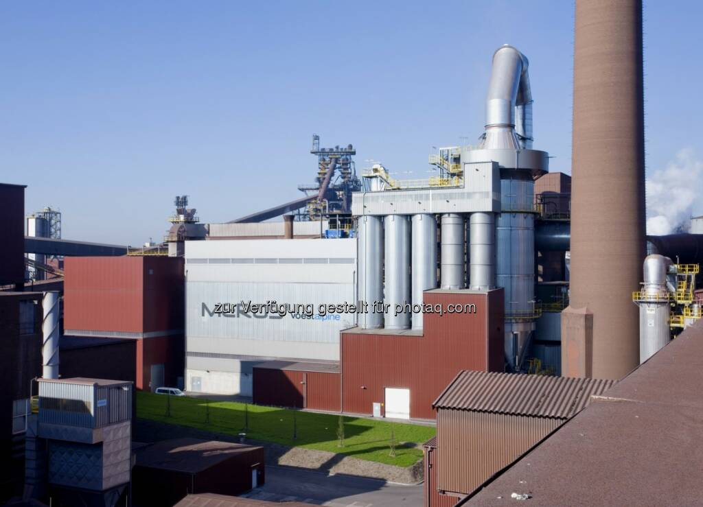 Meros-Anlagen von Siemens reinigen Sinterabgase bei Ilva in Italien - Herzstück der Sinter-Abgasbehandlungsanlage, die Siemens erstmals im Stahlwerk der voestalpine AG in Österreich errichtet hat, ist ein 56 Meter hoher Reaktor mit zehn Metern Durchmesser und modernster Filter-, Gebläse-, Elektrik-, Mess- und Regeltechnik. (Bild: Siemens) (26.02.2014)